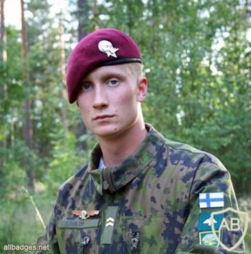 FINLAND Parachutist beret badge img10411