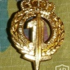 1 line infantry cap badge, gold