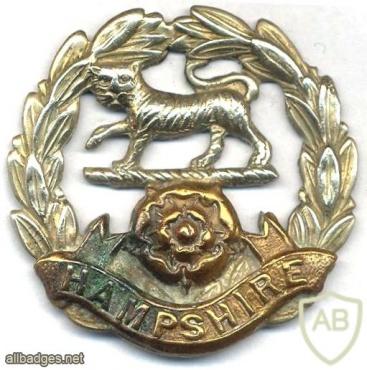 Hampshire Regiment cap badge, WWII img32673