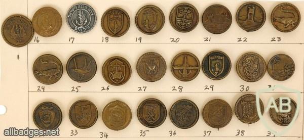 "Collection of Round Pins – The Navy – Submarine ""Dakar"" img48007"